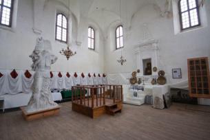 Wnętrze synagogi w Szydłowie